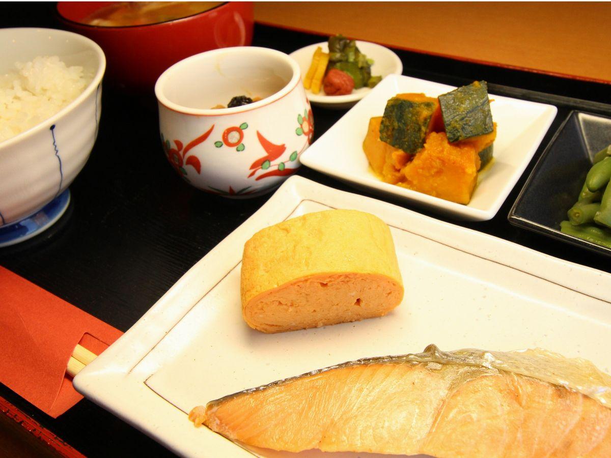アパホテル<彦根南> / 【朝食付きプラン】和食と洋食から選べる定食!wifi&有線LAN無料!駐車場増設60台完備!