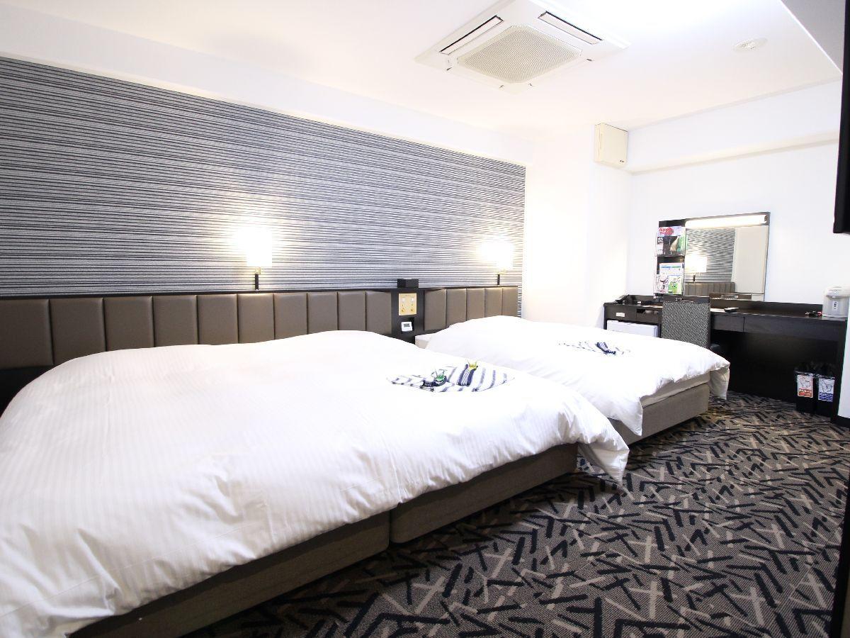 アパホテル<彦根南> / トリプル禁煙室(28.6平米 ベッド幅220+120cm)