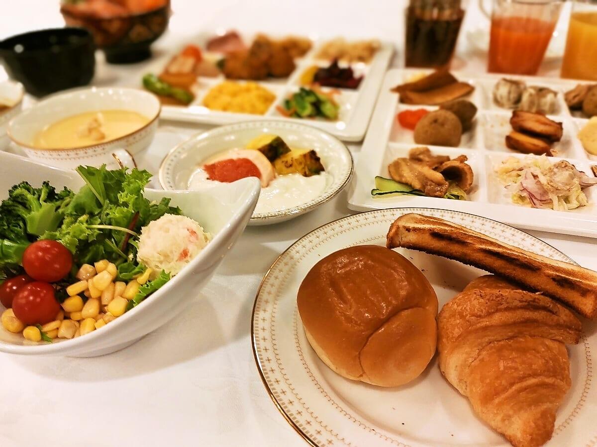 アパホテル<札幌> 【朝食付】◆一日の始まりは朝食から…◆朝食付きプラン◆【アパは映画もアニメも見放題