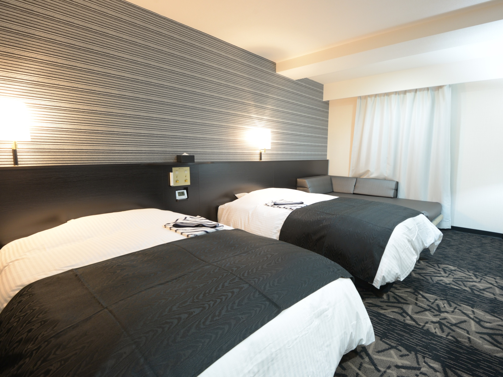 アパホテル<鈴鹿中央> / ツイン【禁煙】120cm幅ベッド2台