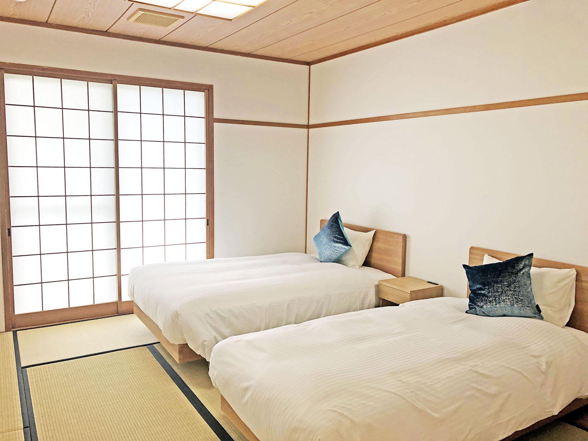 小さなホテル SHIMOKOSHIKI / 和洋ツイン★2〜3名【120cm/100cm】