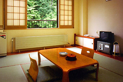 丸駒温泉旅館 /  山手側・和室8畳
