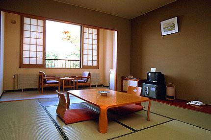 丸駒温泉旅館 /  湖水側・和室10畳