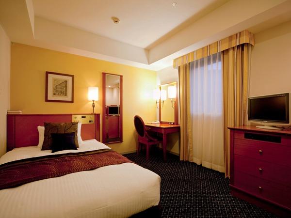 タカクラホテル福岡 【シンプル・ステイ】朝食付 ~ミラノ家具と明るい壁紙に囲まれたプライベート空間で、至福のひと時を~