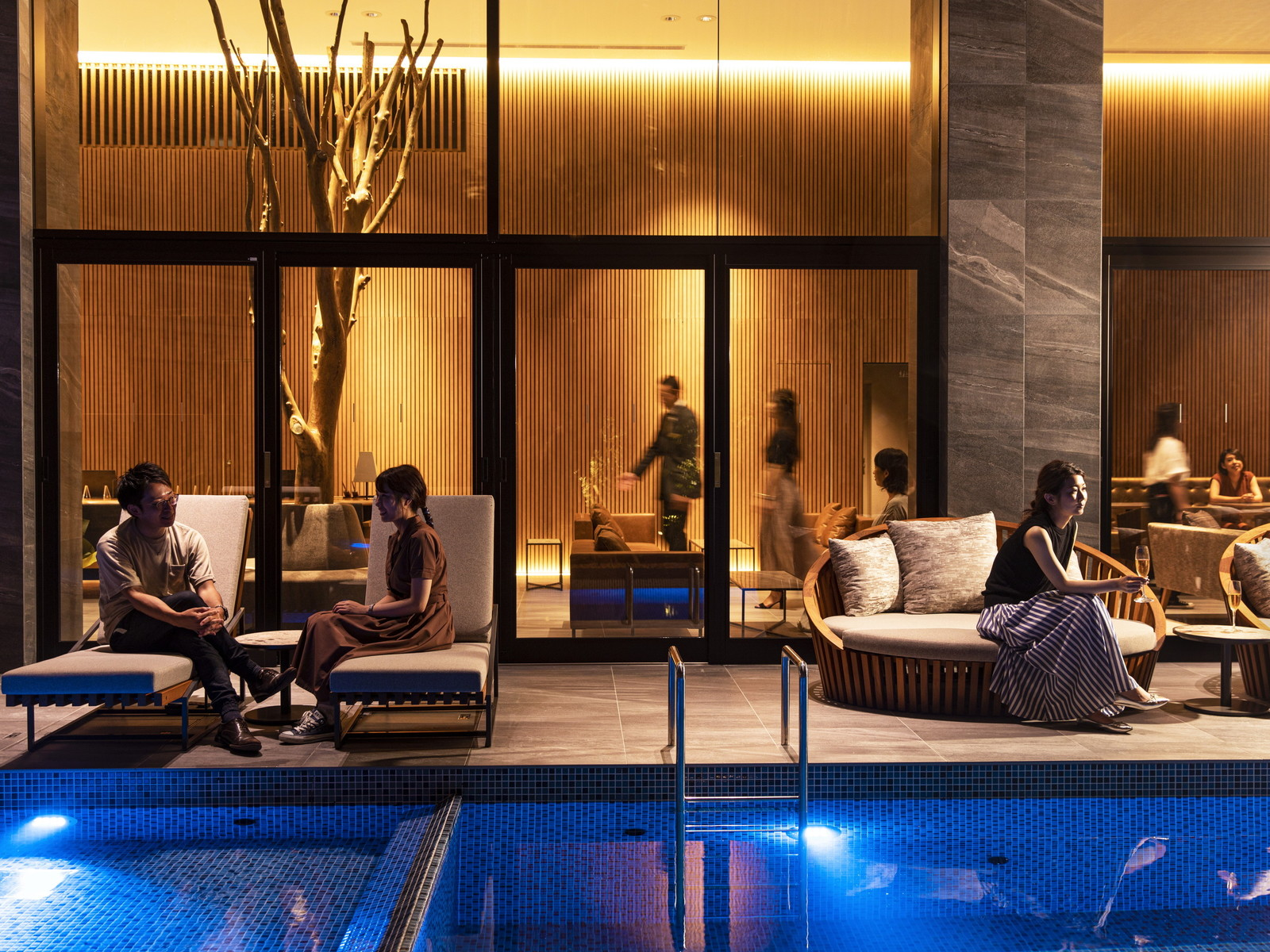 ガーデンテラス福岡ホテル&リゾート お部屋で夜景とお食事を楽しむ「インルームダイニング」×「オマール海老洋食コース」プラン(2食付)