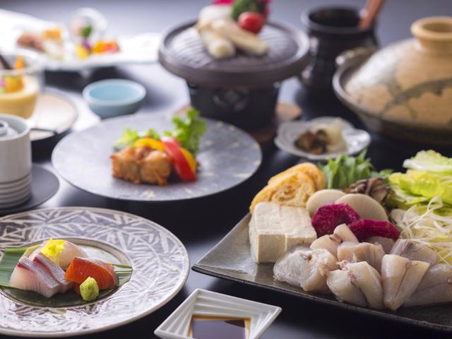 湯山荘 阿讃琴南 / ご当地ふぐ・讃岐でんぶくのてっちり鍋コース 滋味豊かな地元産野菜とともに