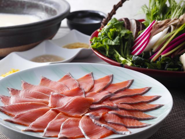 ホテルニューアワジ プラザ淡路島 / 淡路島サクラマスと春野菜の和風マリアージュ鍋、旬のお造りと淡路牛ステーキも