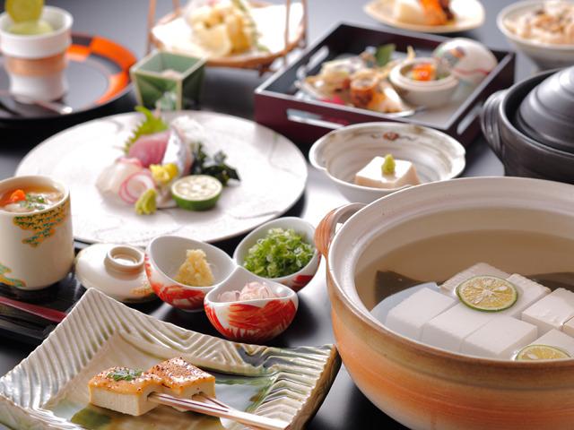 清水小路 坂のホテル京都 / 湯豆腐御膳・ヘルシーなお豆腐を中心に旬魚のお造りや季節の天婦羅とともに(二食付)