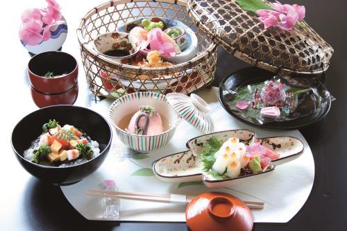 ホテルヨーロッパ / DP【日本最多品種】あじさい祭は優雅に日本料理「紫陽花御膳」プラン(ランチ・朝食付)