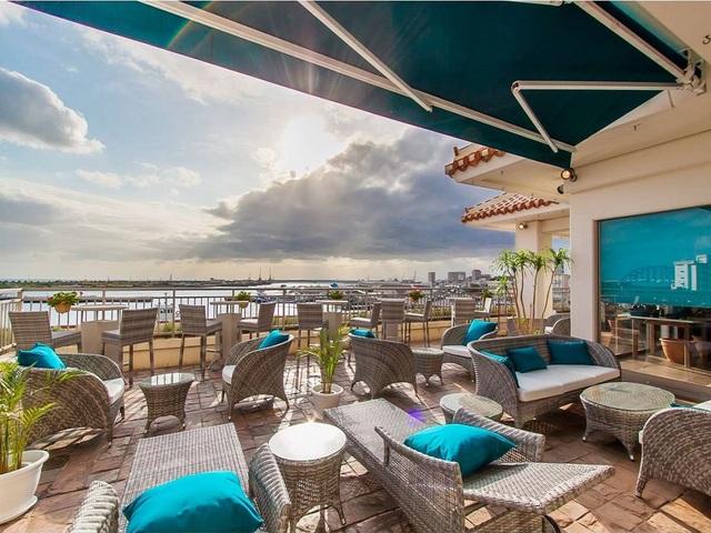 ホテルイーストチャイナシー 10種類のブルーシールアイスと手作り島料理の朝食ブッフェ付き