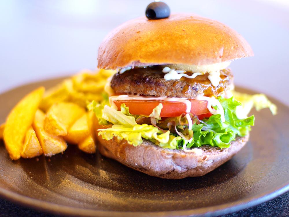グランヴィリオリゾート石垣島 グランヴィリオガーデン 【200gの名物ハンバーガー】オリジナル石垣バーガー付きプラン♪