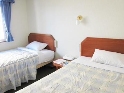 ホテル HAPPY HOLIDAY ツインシングルベッド