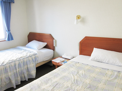 ホテル HAPPY HOLIDAY ツインシングルベッド喫煙