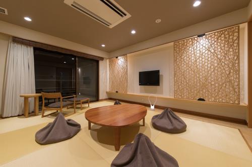 別府温泉-竹と椿のお宿-花べっぷ / 琉球畳のモダン和室34~42㎡【千鳥】【禁煙】