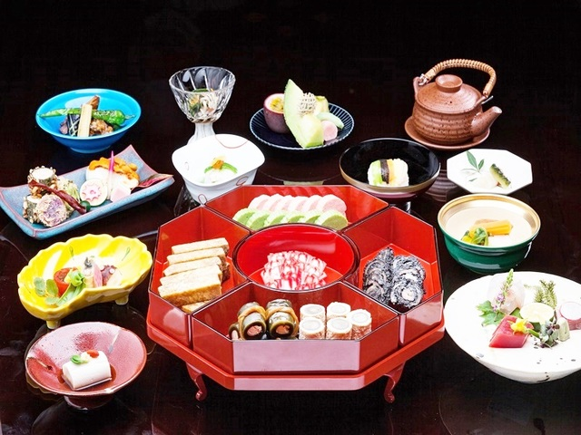 Okinawa EXES Naha / 日本遺産の琉球料理が楽しめる夕食とインルームダイニングで優雅な朝食を。夕・朝食付