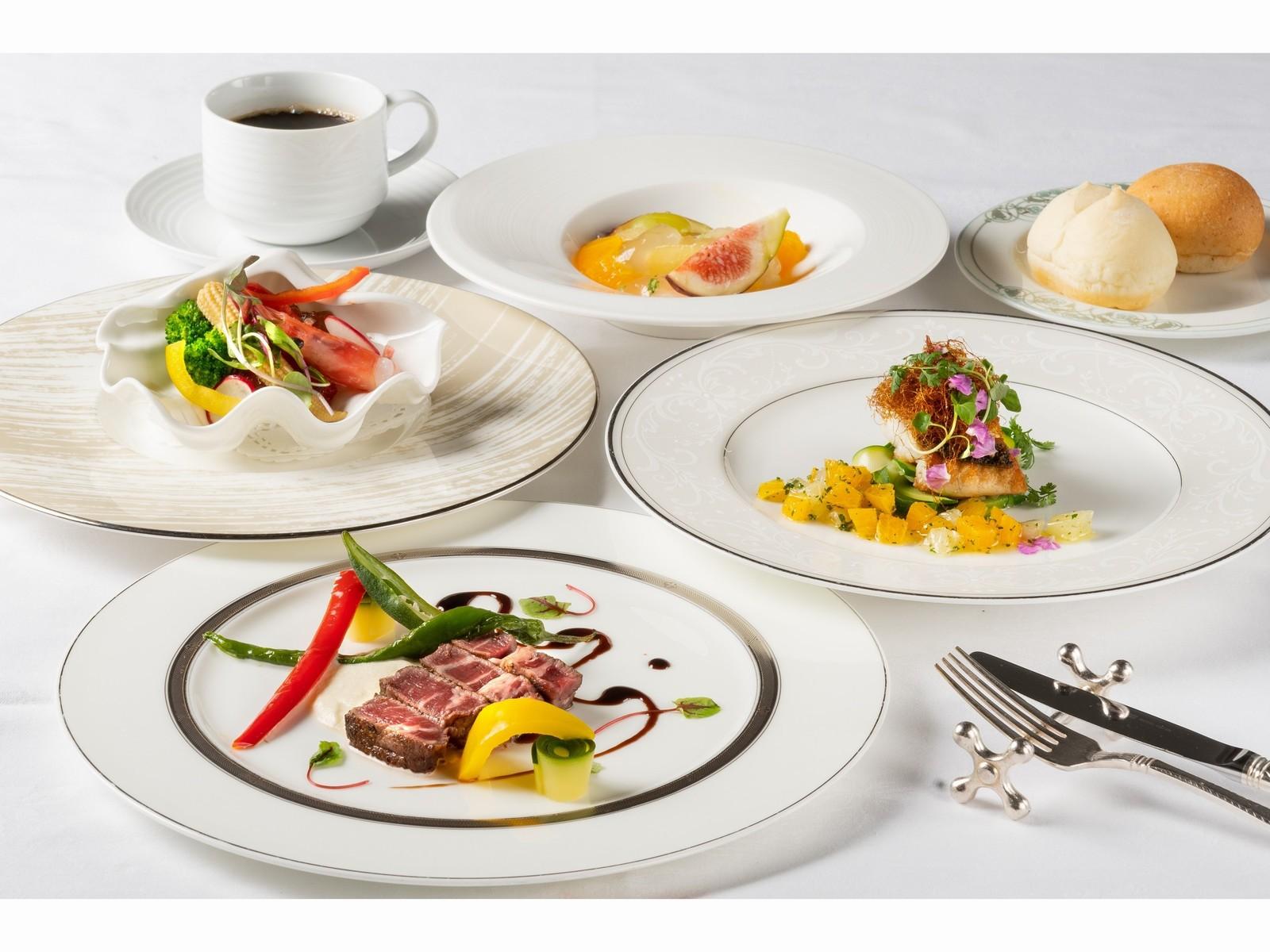 ザ サイプレス メルキュールホテル名古屋 / ホテルで食事も満喫♪ 朝食とシェフ自慢季節のフレンチコースディナー付♪