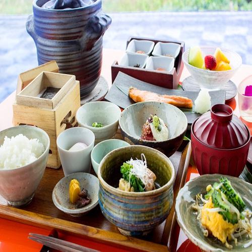オリエンタルヒルズ沖縄 和朝食とアメリカンブレックファーストをお好みで。ルームサービスでもどうぞ【朝食付・送迎付】