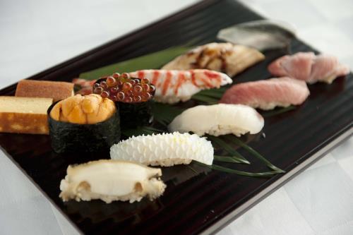 オリエンタルヒルズ沖縄 / フランス料理・鮨・鉄板焼。貴方の為だけのお食事を【朝夕食付・送迎付】