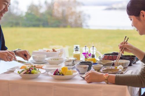 オリエンタルヒルズ沖縄 / 和朝食とアメリカンブレックファーストをお好みで。ルームサービスでもどうぞ【朝食付・送迎付】