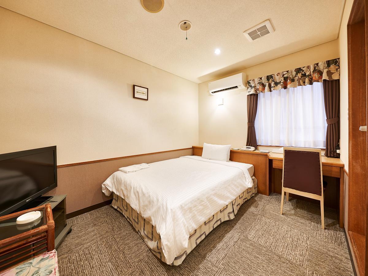 クラウンホテル沖縄 / エコノミーダブル【喫煙】
