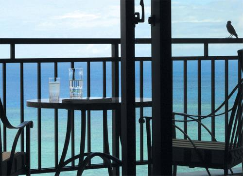 ホテル日航アリビラ ヨミタンリゾート沖縄 <スイートステイ>水平線に抱かれる休日/朝食付
