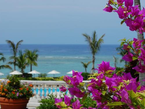ホテル日航アリビラ ヨミタンリゾート沖縄 <早期でお得>30日前までの予約 1泊/朝食付