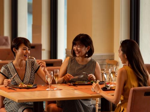 ホテル日航アリビラ ヨミタンリゾート沖縄 <ダイナミックパッケージ限定>タイムセール/朝食&夕食付き