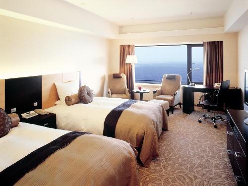 ホテルオークラ神戸 / <SAVERルームサービス朝食付>基本プラン/最上層フロア30階以上!地上100mから神戸の夜景を(朝食付)