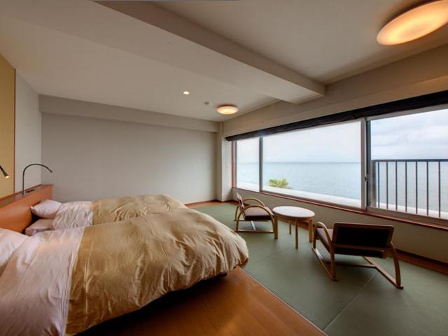 休暇村 指宿 / オーシャンビュー和洋室 セミダブルベッド2台+5畳