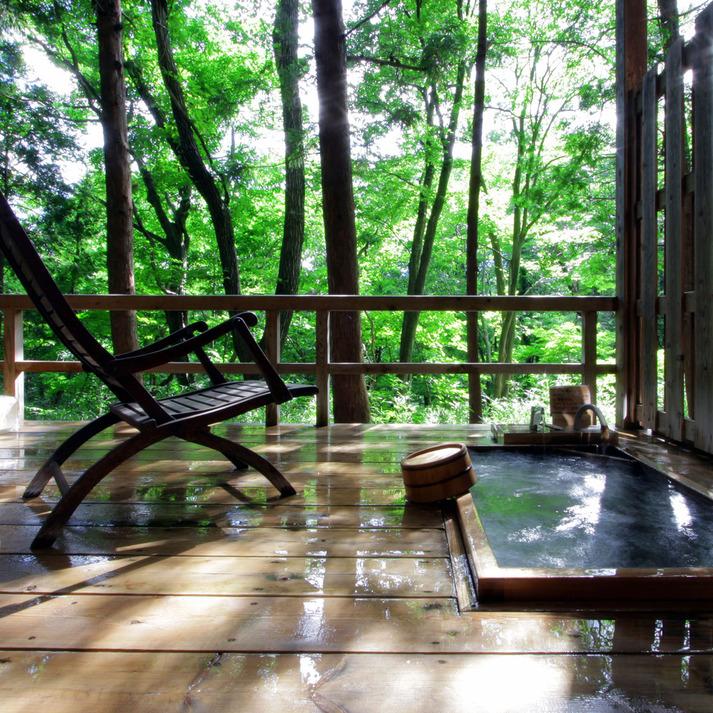 温泉山荘だいこんの花 / 月の下に眠る 「三日月」