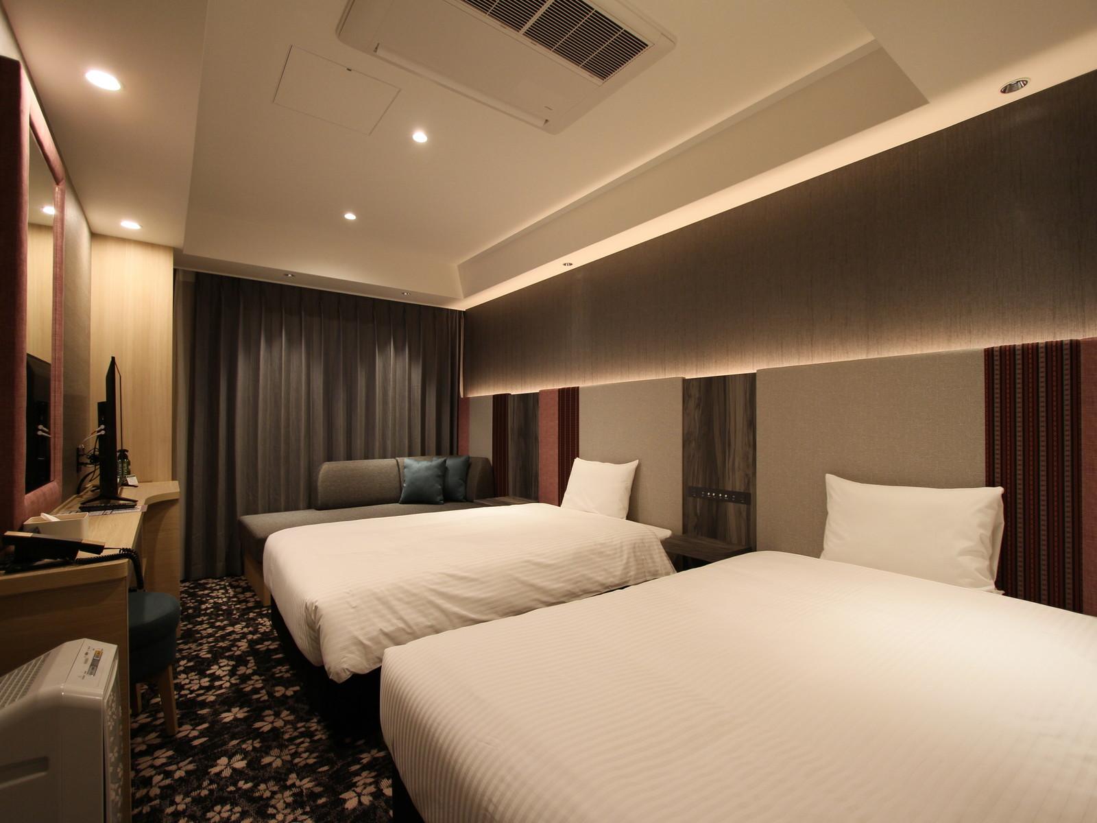 ホテル・トリフィート博多祇園 ツインルーム / 120cm幅ベッド×2台 + 90cm幅ソファベッド×1台 / 大人最大3名、宿泊